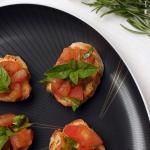 Crostini mit Kürbiskern-Pesto & Ziegenkäse - vegetarisch