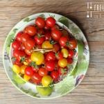 Tomaten Bruschette auf getoastetem Schwarzbrot