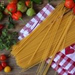 Selbstgemachte Pasta mit Zitronenmelissen Pesto - vegetarisch