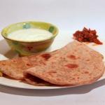 Mooli Paratha - mit weißem Rettich gefüllte indische Parathas (Fladenbrot)