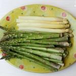 Gebratener grüner Spargel mit Rosmarin-Eierspeise - vegetarisch