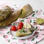 Grünes verdrehtes Baguette - Pain Paillasse mit Spinat