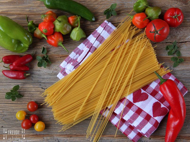 Spaghetti mit roher Tomaten-Avocado-Sauce & Ruccola - Freude am Kochen