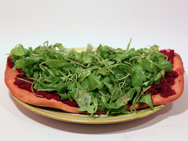 Pizza Vegana mit roten Rüben (Rote Bete) und Ruccola - Freude am Kochen vegan