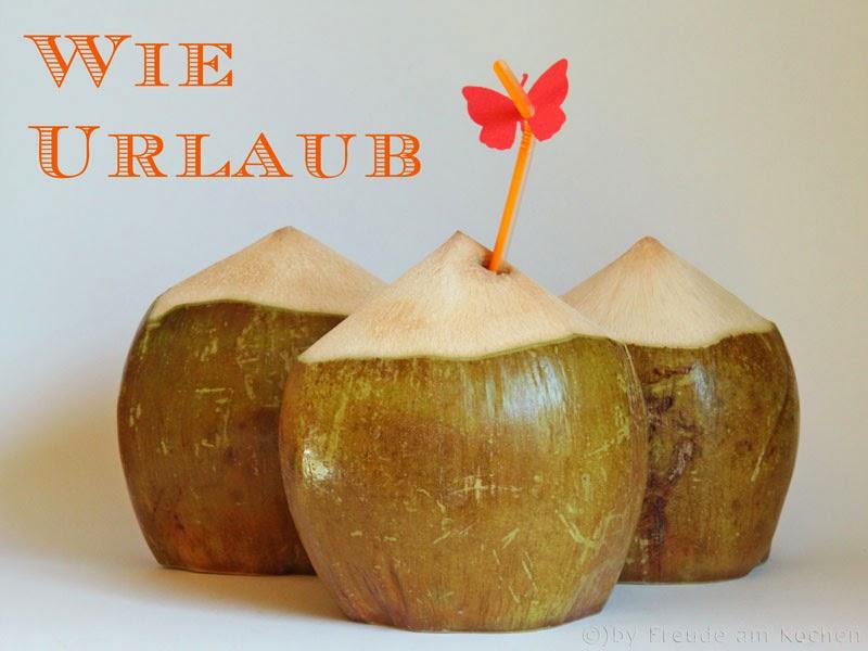 frisches kokoswasser aus der trink kokosnuss. Black Bedroom Furniture Sets. Home Design Ideas