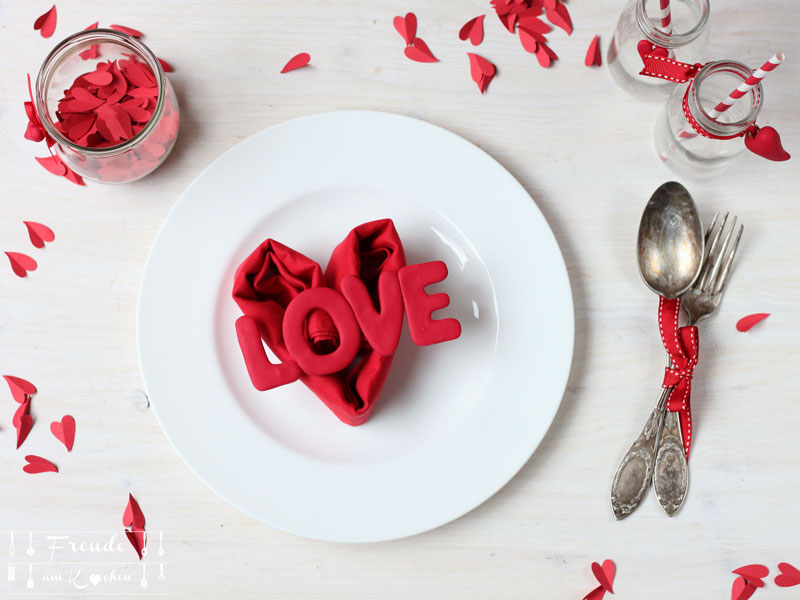 Valentinstags Tischdeko Herzserviette DIY - Freue am Kochen