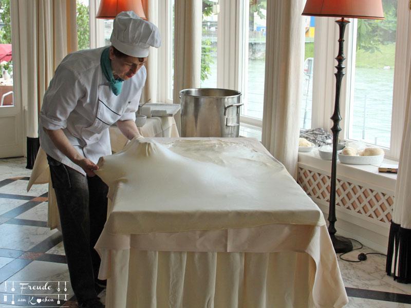 Reisebericht: Salzburg - Freude am Kochen - Hotel Sacher - Apfelstrudel ziehen