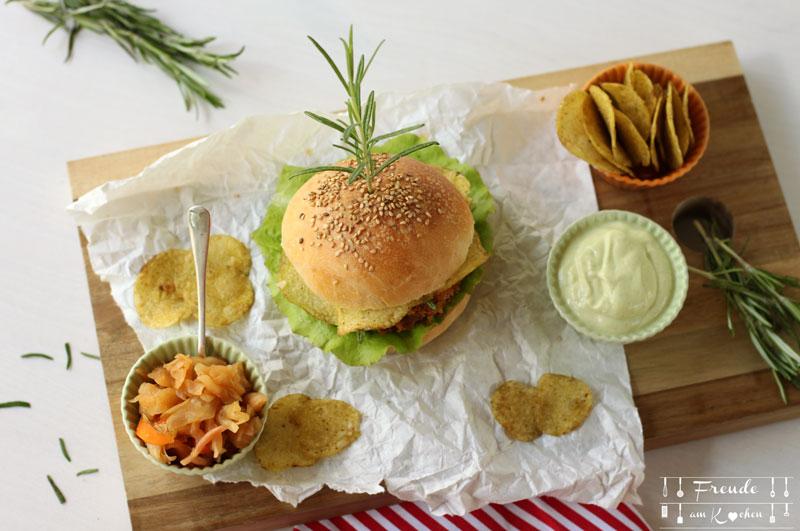 Crunchy Chips Zucchini Schnitzel Burger mit Rosmarin-Mayo - Rezept vegan - Freude am Kochen