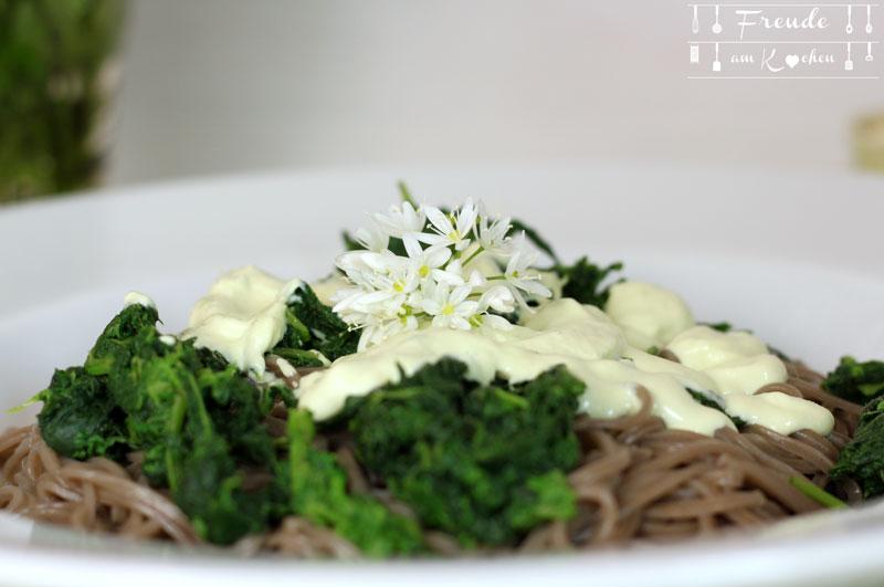 Bärlauchblüten Pesto - Sauce aus Bärlauch Blüten vegan - Freude am Kochen