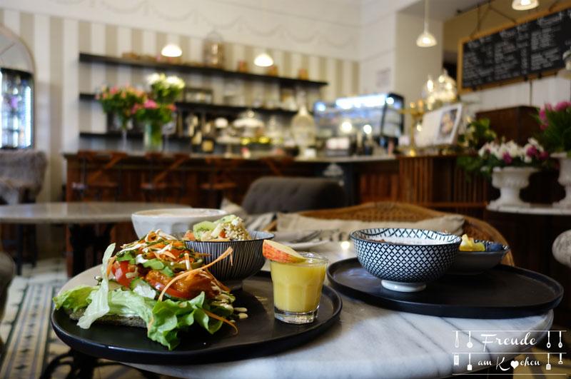 Lokal: Simply Raw Bakery - vegan essen in Wien - Freude am Kochen