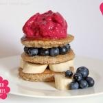 Crunch Pancakes mit Himbeer Joghurt Eis von Attila Hildmann