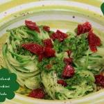 Zucchini Pasta mit Bärlauchpesto & getrockneten Tomaten