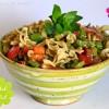 Nudelsalat mit Stangensellerie, Tomaten  & Pesto-Senf-Dressing