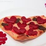 Flammkuchen mit Roten Rüben & Zwiebel - Essen in Herzform
