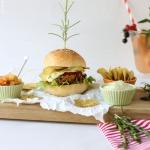 Crunchy Chips Zucchini Schnitzel Burger mit Rosmarin-Mayo
