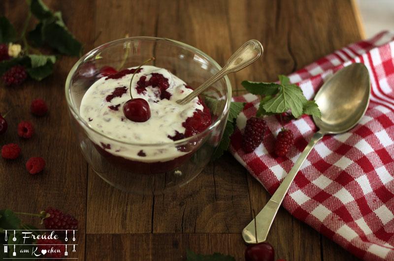 Rote Grütze aus Zwetschgen, Himbeeren & Erdbeeren - Freude am Kochen vegan