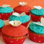 Dekorierte Blüten & Schmetterling Muffins vegetarisch