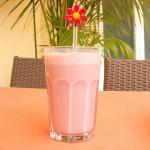 Schnelles Erdbeer Bananen Lassi  – vegetarisch