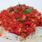 Grünkern Zucchini Bolognese mit Gemüse-Nudeln