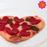 """Vegane Flammkuchen mit Roten Rüben (Bete) und Zwiebel – Essen in Herzform – Romantik für den Valentinstag – Blogevent """"Blogg den Suchbegriff"""""""