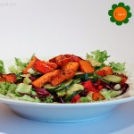Salat mit gebratenen Zucchini und Kürbis Pommes
